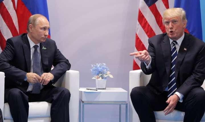 Vladimir Putin si Donald Trump în iulie 2017 la Hamburg cu ocazia reuniunii G20