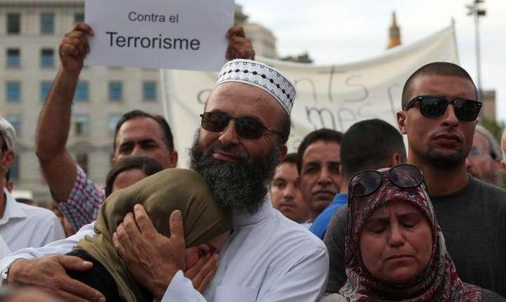 Musulmani manfestînd împotriva terorismului la Barcelona pe 21 august 2017