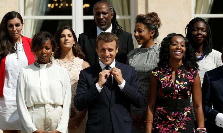 Emmanuel Macron si membrii Consiliului prezidential pentru Africa, 9 august 2017 la palatul Élys