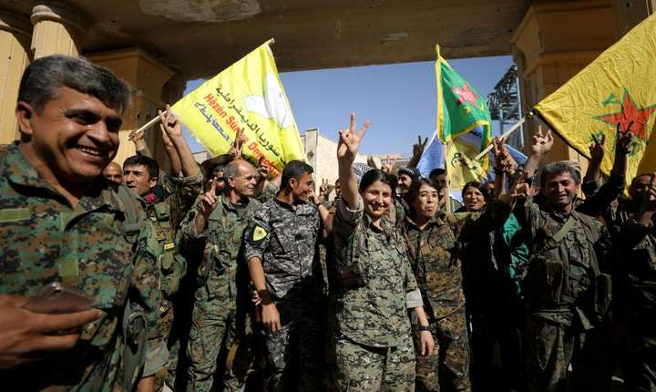 Combatanti ai Fortelor democratice siriene, 17 octombrie la Raqa