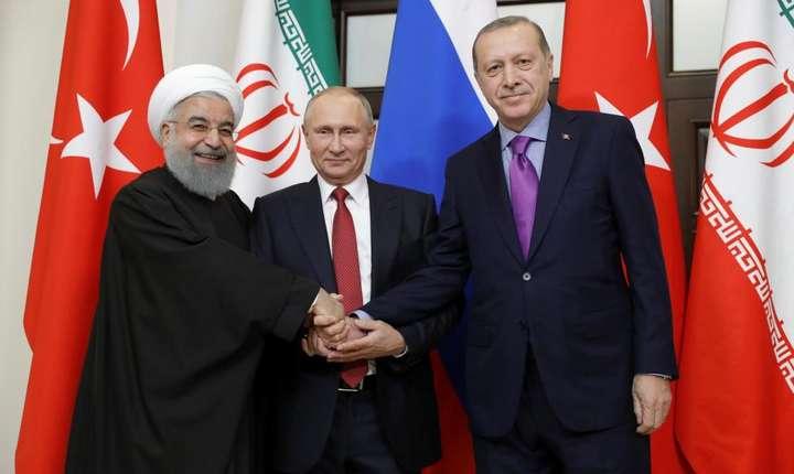 Hassan Rohani, Vladimir Putin si Recep Tayyip Erdogan la Soci, în Rusia, pe 2 noiembrie 2017