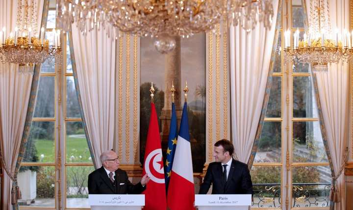 Presedintele tunisian Béji Caïd Essebsi primit de seful statului francez Emmanuel Macron pe 11 décembre 2017 la Paris
