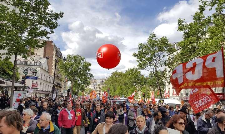 Intre 30.000 si 80.000 de oameni au participat la principala manifestatie din Paris organizatà pe 1 mai
