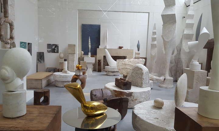 Atelierul Brâncusi, reconstituit în fata Centrului Pompidou din Paris