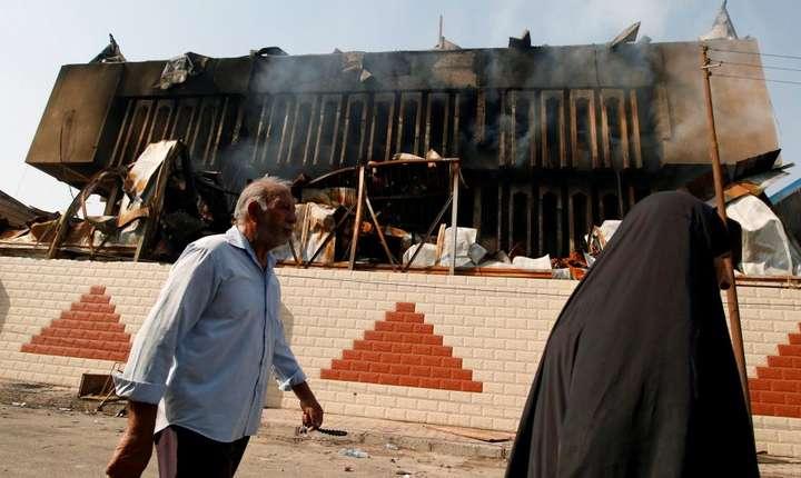Sediul guvernoratului din Bassora incendiat de protestatari.