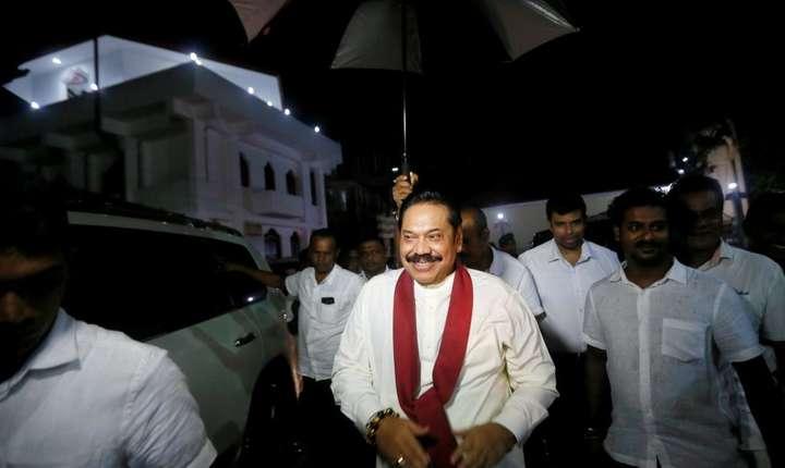 Fostul preşedinte Mahinda Rajapakse a fost numit premier pe 26 octobre 2018.
