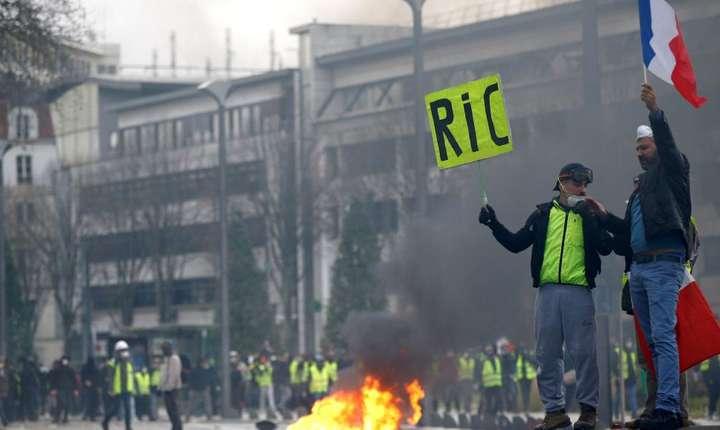 Veste galbene cerînd adoptarea Referendumului de Iniţiativă Cetăţenească (RIC) - Nantes, 22 decembrie 2018