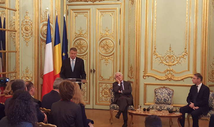 Presedintele Klaus Iohannis la întâlnirea cu oamenii de stiintà români din Franta, la sediul ambasadei României din Paris
