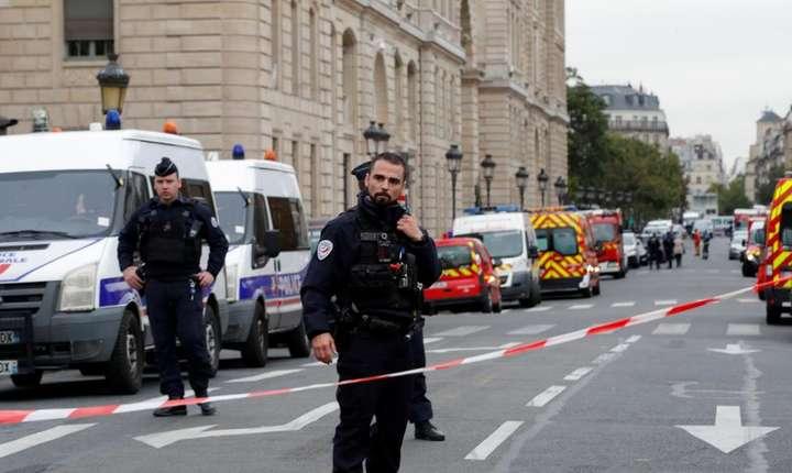 Prefectura de poliţie de la Paris, dispozitiv de protecţie întărit după atentat.