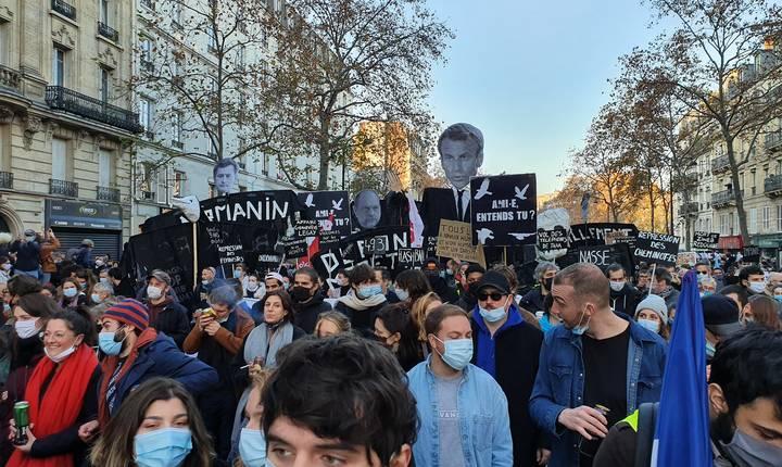 46.000 de persoane (potrivit MAI) au iesit sâmbàtà în stradà, la Paris (133.000 în toatà Franta), pentru a denunta violentele politienesti.