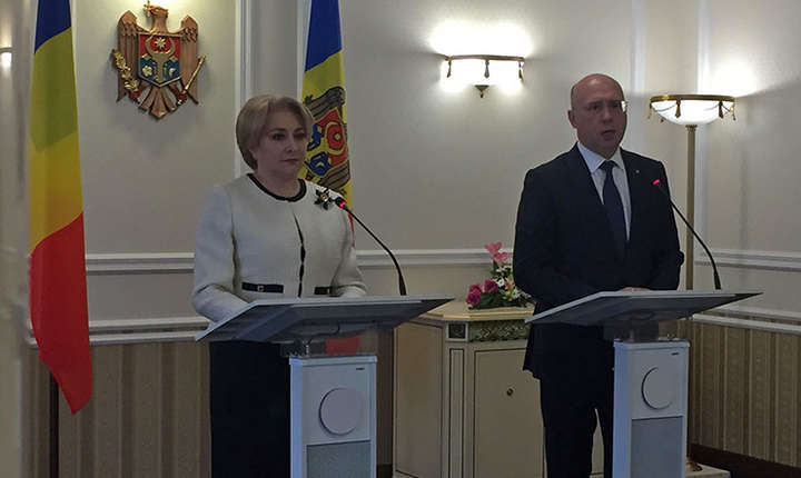 Viorica Dăncilă și Pavel Filip la conferința de presă de la Chișinău