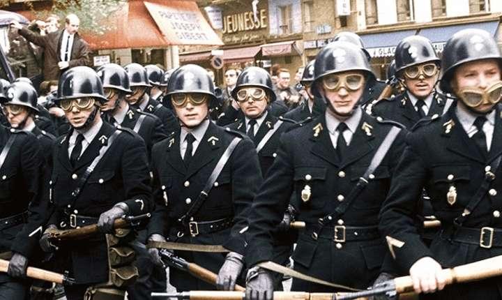 """Documentarul """"Mai '68, sub pietrele de pavaj ... polițaii! / 68, sous les pavés ... les flics""""c"""