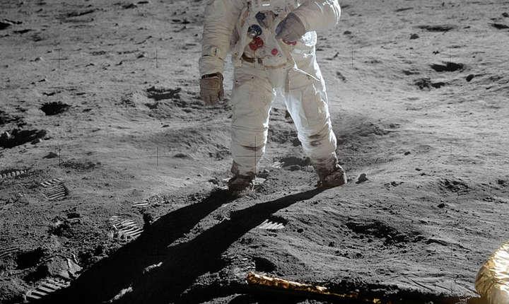 Astronautul Buzz Aldrin pe luna