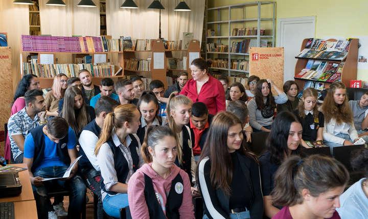 Dezbatere cu elevii la Liceul Tehnologic Marin Grigore Năstase din Tărtăşeşti