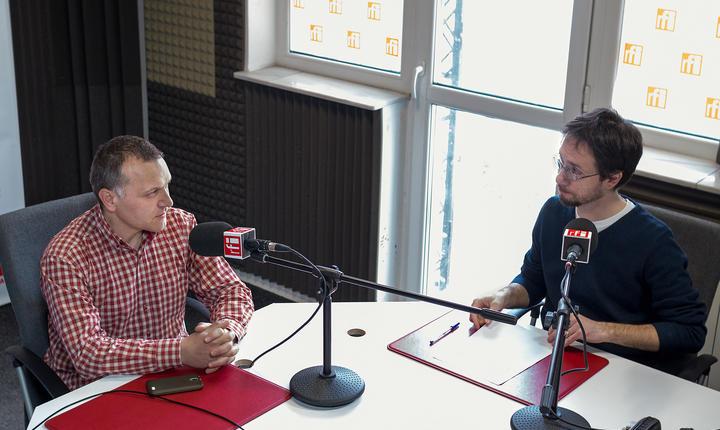 Cosmin Ruscior și Marian Ivan, în studioul radio RFI
