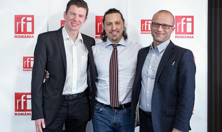 Diarmuid Gill, VP of Engineering al Criteo, jurnalistul Dan Pavel şi Laurenţiu Spermezan, Chief Operating Officer al Grupului Gemini Solutions in studioul radio RFI