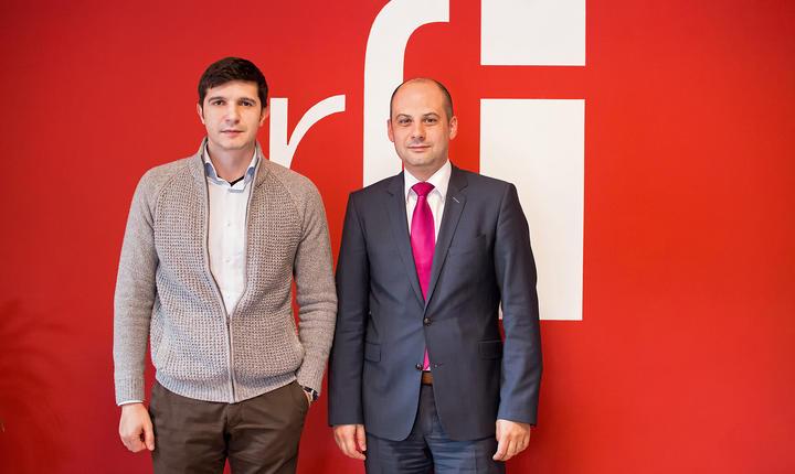 Mihai CRĂCEA şi Răzvan RUSU in sala de conferinte RFI