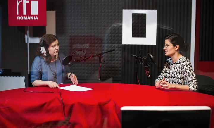 Andreea Orosz și Simina Bădică in studioul radio RFI Romania