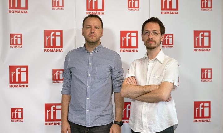 Dan Bărbulescu și Cosmin Ruscior in studioul radio RFI Romania