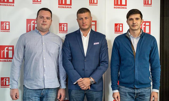 Alex ROŞCA, Narcis PAVALASCU şi Mihai CRĂCEA in studioul RFI Romania la Ora de risc