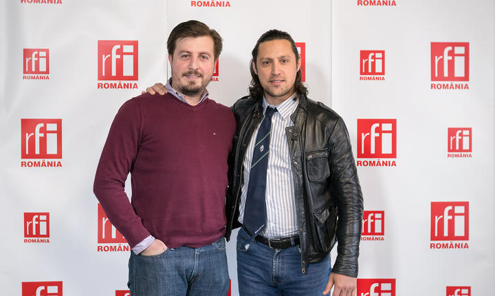 Bodgan Mugescu și Dan Pavel in studioul radio RFI Romania