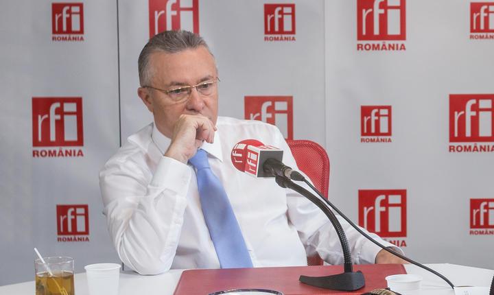 Cristian Diaconescu in studioul RFI Romania la emisiunea Decriptaj cu Ovidiu Nahoi