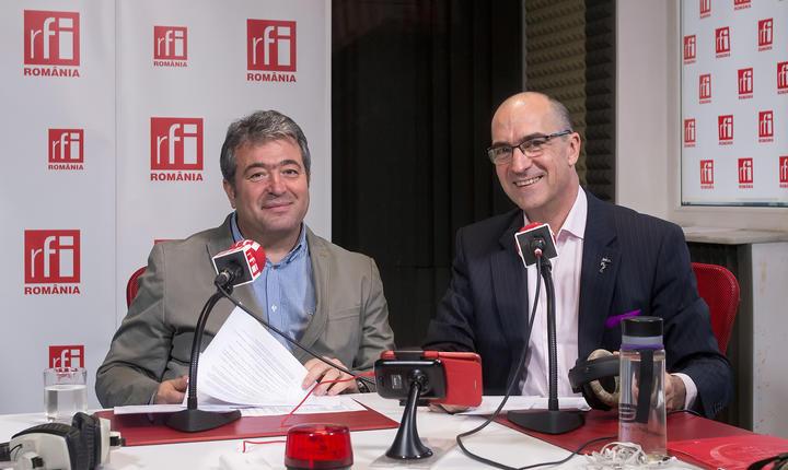 Ion MOISE și Sergiu COSTACHE in studioul de emisie RFI Romania