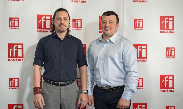 Dan Pavel și Dinu Gîndu in studioul RFI Romania