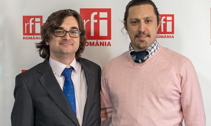 Agustin Navarro de Vicente Gella și Dan Pavel in studioul radio