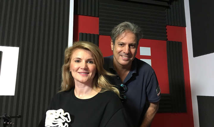 Andreea Paul și Nicolas Don in studioul radio RFI