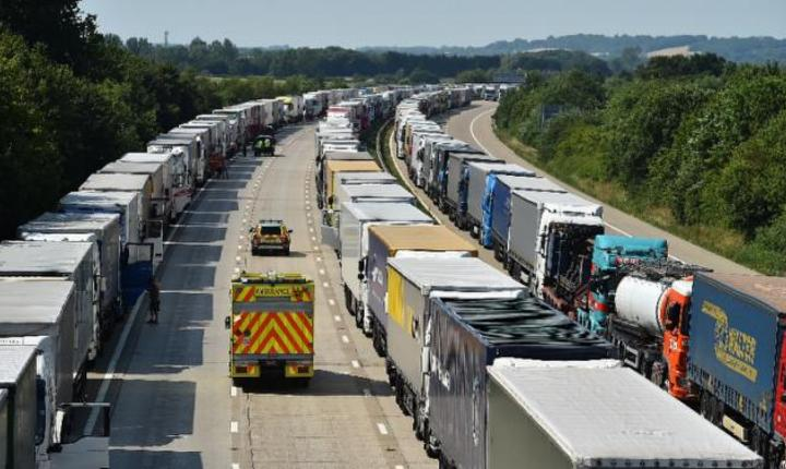 Numărul mare de imigranți ilegali provoacă probleme în transporturile britanice