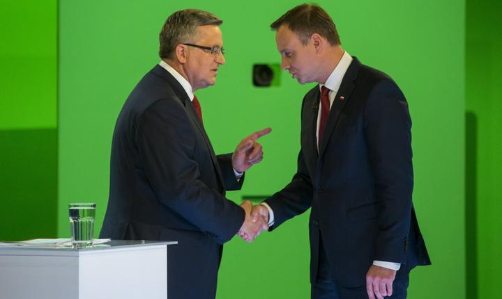 Bronislaw Komorowski şi Andrzej Duda (Foto: Reuters/Wojciech Grzedzinskii/KPRP-Palatul Prezidenţial)