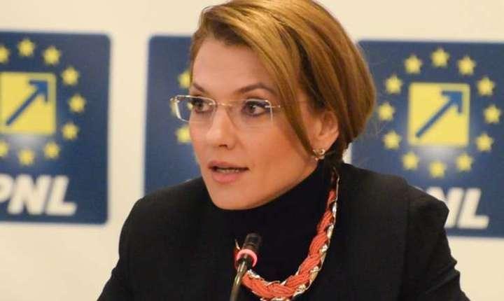 Alina Gorghiu critică decizia de convocare a comisiei speciale privind justiţia în perioada de doliu naţional (Sursa foto: site PNL)