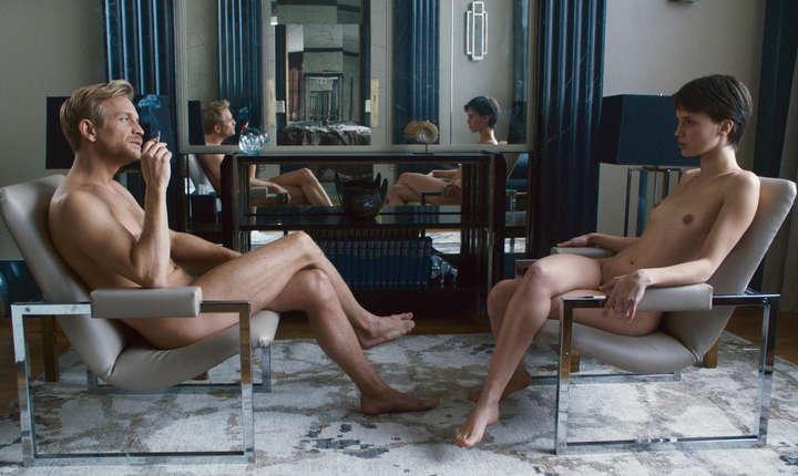 """Scenà din filmul """"Amantul dublu"""" al lui François Ozon cu Jérémie Renier si Marine Vacth în rolurile principale"""