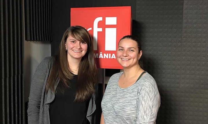 Ana Consulea și Andreea Pietrosel in studioul de productie al radio RFI