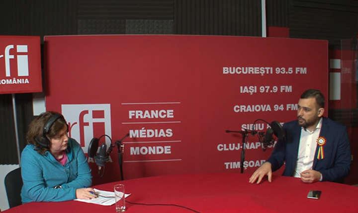 Andreea Orosz si Mihai Dragoș in studioul de înregistrări RFI Romania
