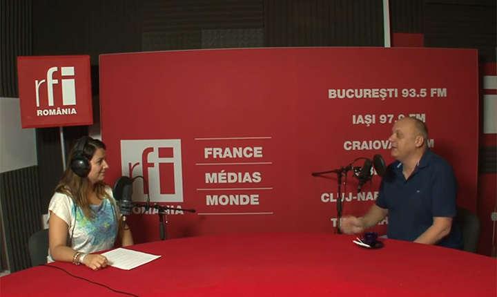 Andreea Pietroșel și Cristian Hatu in studioul de inregistrari RFI Romania