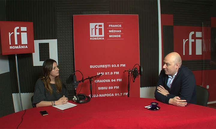 Andreea Pietroşel și Mihai Zân in studioul de inregistrari RFI Romania