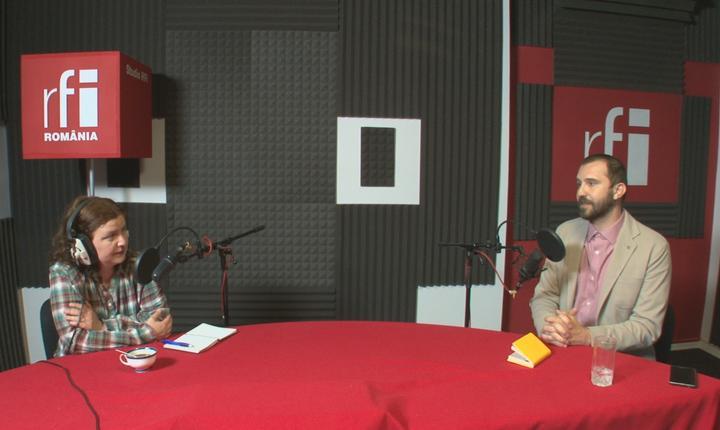 Andreea Orosz și Andrei Popescu in studioul radio RFI Romania