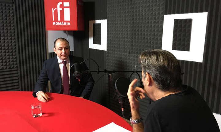 Andrei Muraru și Nicolas Don in studioul RFI Romania
