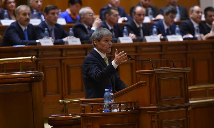 Premierul Dacian Cioloş, în Parlament (Foto: www.gov.ro)