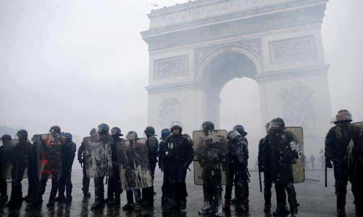 Forte de ordine în jurul Arcului de Triumf din Paris, 1 decembrie 2018