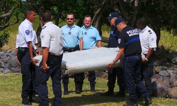 În Franța începe cercetarea resturilor de avion găsite în Oceanul Indian