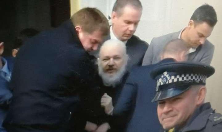 Julian Assange arestat de Poliția Metropolitană a Londrei