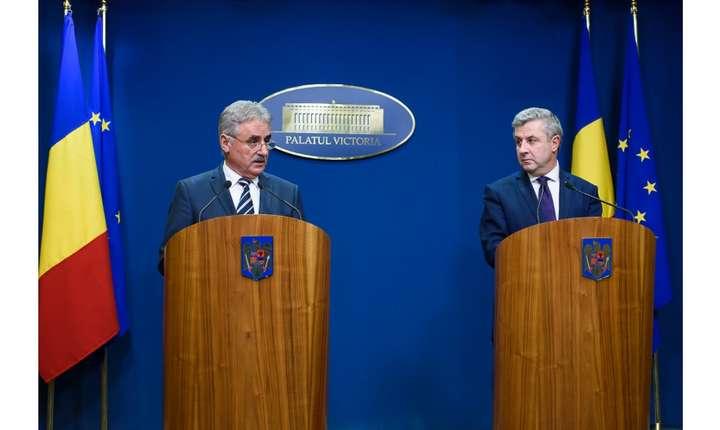 Ministrul Finanțelor Publice, Viorel Ștefan, și ministrul Justiţiei, Florin Iordache, la finalul ședinței de guvern de marți, 31 ianuarie 2017