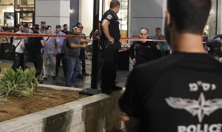 Forţe de ordine, la locul atacului armat din Tel Aviv (Foto: AFP/Jack Guez)