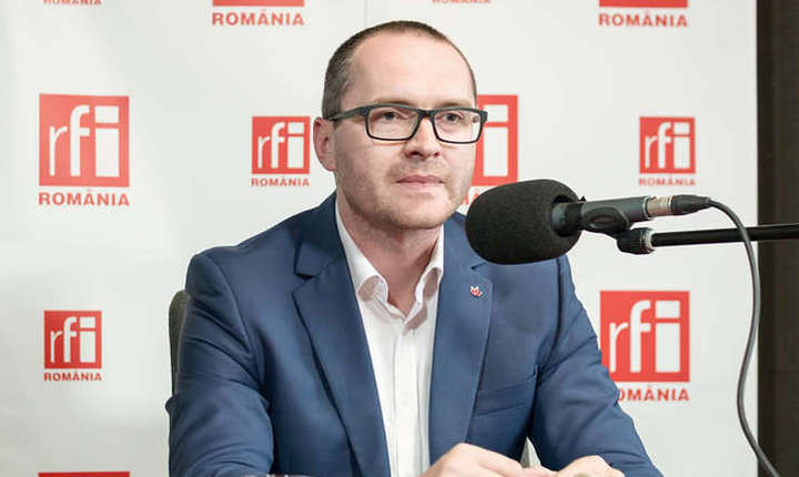 Attila Korodi, în studioul RFI (Foto: Arhivă RFI)