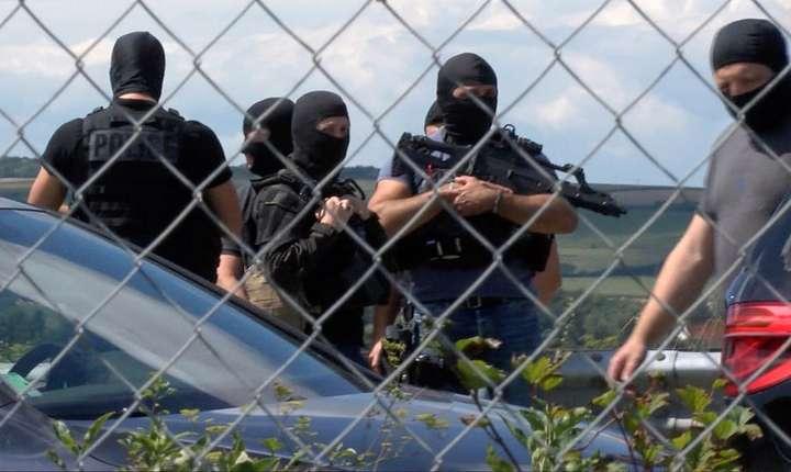 Autostrada A16, Franta, 9 august 2017 - Operatiunea de retinere a barbatului suspectat pentru atacul a 6 militari la Lovallois-Perret