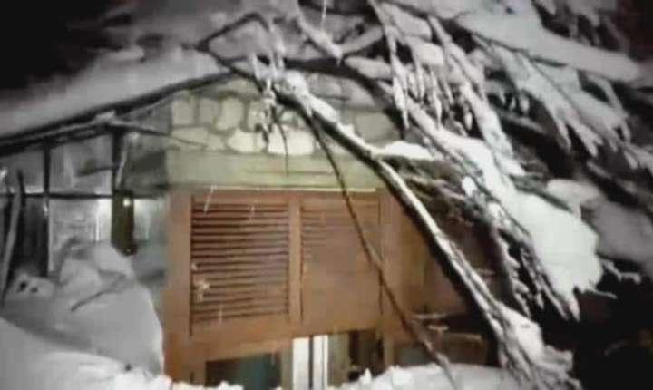 O romanca si cei doi copii ai sai s-ar afla printre persoanele disparute in urma avalansei care a lovit un hotel in centrul Italiei
