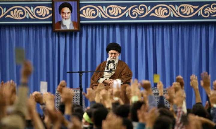 """Liderul suprem iranian, Ali Khamenei, îi critică pe """"duşmanii"""" ţării sale (Foto: ISNA)"""